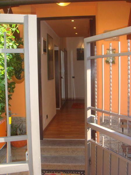 Casa vacanze roma roma via dei colombi 115 la casa nel giardino - Casa con giardino roma ...