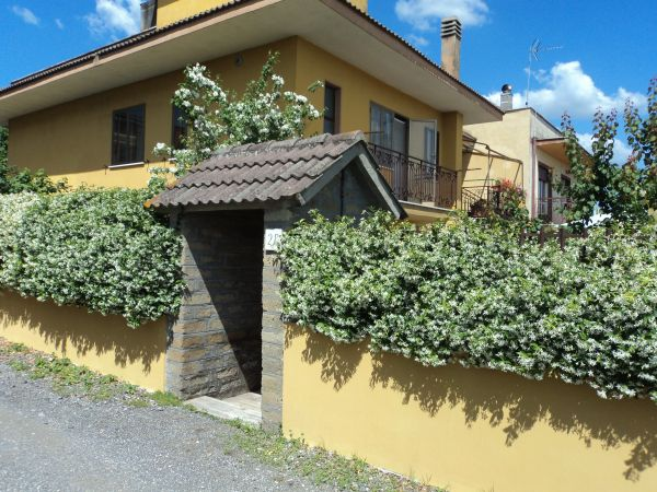 Casa vacanze roma roma pianello del lario n 28 la casa delle rose - La casa delle vacanze ...